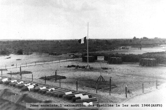 2ème enceinte, l'exumation des fusillés le 1er août 1944