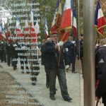 Cheminement dans le Mémorial, conduit par les porte drapeau